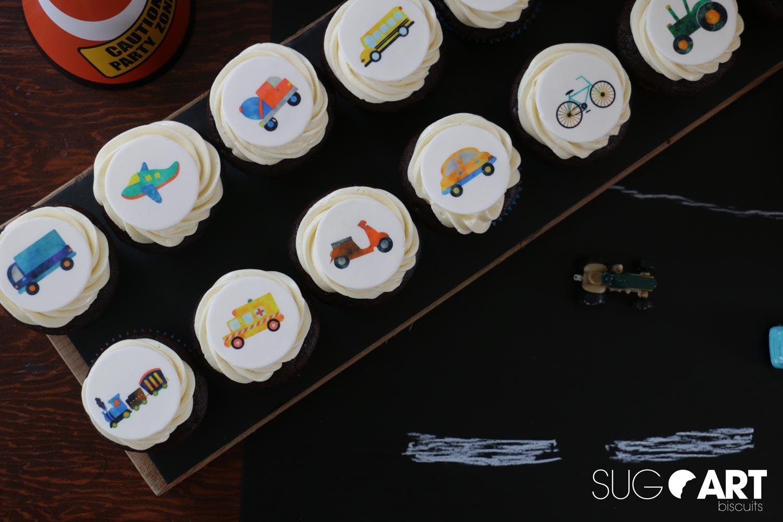 Cupcakes avec images comestibles pour anniversaire transport