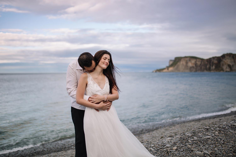 Créatif mariage sur une plage en Gaspésie