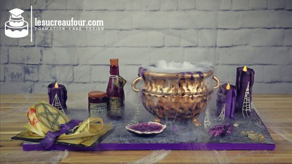 Gâteau sorcellerie avec bouteille de poison avec images comestibles.